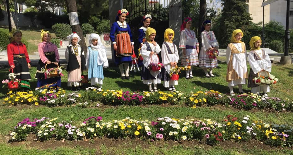 Ευχές από το Λύκειον των Ελληνίδων Λαμίας